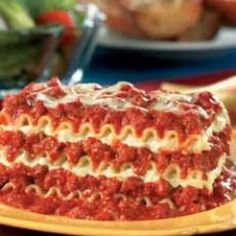 Easy Beef Lasagna | Simple Lasagna Recipes (I know how to make lasagna, just pinning for the suggested amounts for ingredients, and cook time. ;) )