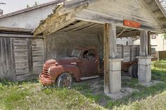 abandoned Gas Station in Italy, Texas