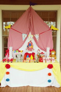 circus themed birthday dessert table
