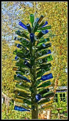 blue & green bottle tree garden wine bottles, decorating outdoor trees, wine bottle tree, wine bottle outdoor crafts, soda bottles, blue green, bottle trees, christmas lights, bottl tree