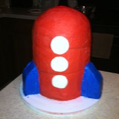 Ethan's rocket cake. A little on the simple side but a success in stacking nonetheless!