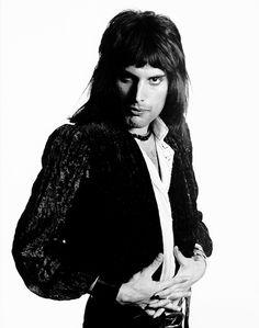 Freddie Mercury photographed by Mick Rock, 1974. °