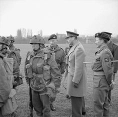 King George VI inspects paratroops of 6th Airborne Division, 16 March 1944.