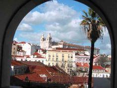▶ AMALIA RODRIGUES ''LISBOA ANTIGA''.     Principal representante del fado de Lisboa.     Fue la Embajadora Artística de Portugal.     El fado de Lisboa se canta tanto por hombres como mujeres.