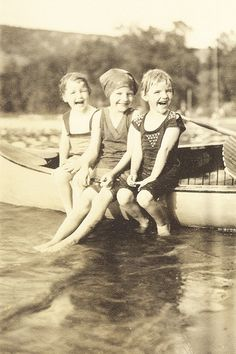 +~+~ Vintage Photograph ~+~+  The joy of summer by the lake ~ 1930s