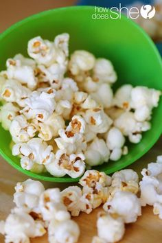 The BEST Homemade Kettle Corn Ever! Free of chemicals plus easy & tasty enough to make your taste buds go wild! #kettlecorn #popcorn #recipe #howdoesshe
