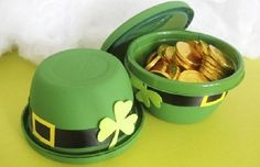 DIY St. Patrick's Day Leprechaun hats by Paper, Plate, and Plane!