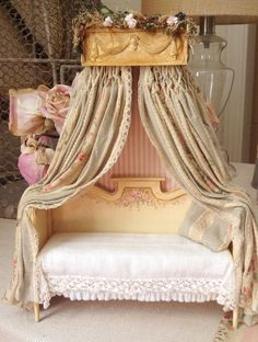French Daybed~Settee. Oh my oh my!!! Just perfect from Maritza!!