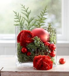 christmas colors, christmas centerpieces, christmas tables, decorating ideas, ornament, red flowers, christma decor, holiday centerpiec, holiday decor