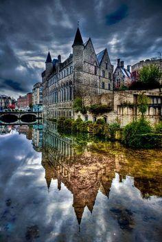 THE AMAZING WORLD: Ghent, Belgium