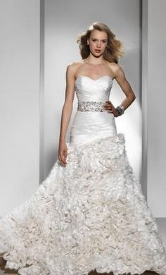 My Dream Wedding Dress On Pinterest Ian Stuart Gowns And Monique Lhuillier