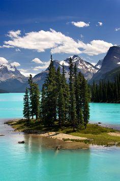 Spirit Island, Maligne Lake, Jasper National Park, Alberta, Canada byursblick