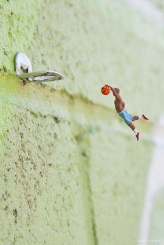 Small dunk by Slinkachu