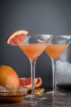 The Brown Derby Cocktail: Bourbon, Grapefruit Juice, Honey Syrup