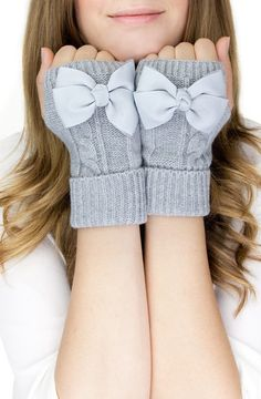 Bow mittens