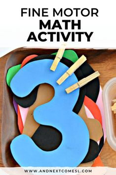 Looking for preschool math activities? Well this fine motor math tray is great for toddlers, preschoolers, and even kindergarten kids! They'll love clipping and counting with this simple idea. #mathactivities #preschool #finemotor #finemotorskills #finemotormath