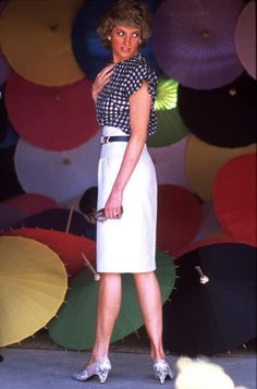 Diana With Umbrellas: The Princess of Wales at an umbrella factory in Chiang Mai, during an official visit to Thailand, February 1988. She is wearing a two peice outfit by Alistair Blair. (Photo by Princess Diana Archive/Getty Images) diprincess diana, outfits, ladies fashion, colors, aaprincess diana, factories, dazzl dianaprincess, alistair blair, princesses