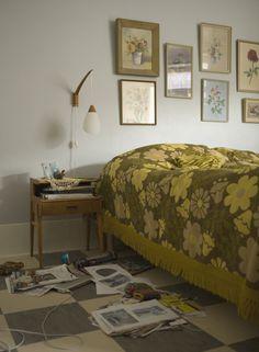 lights, lamps, beds, frames, galleri wall, collages, bedrooms, bedroom galleri, bed spread
