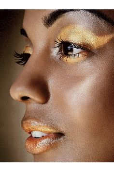 How to: Use Glitter Right by vogue #Glitter #Cosmetics #vogue
