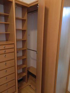 Closets on pinterest corner closet minimalist closet - Armarios en esquina ...