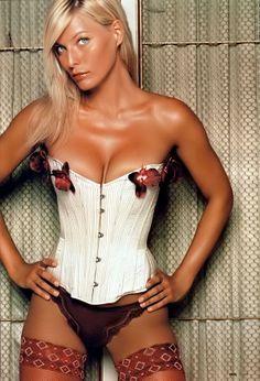 ♥ - ♀ www.pinterest.com/WhoLoves/corsets ❥ #corsets