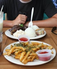 Affordable meals & travel tips for Maui
