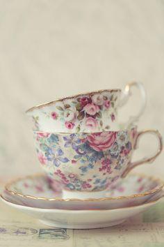 Royal Albert antique vintage tea cups and saucers www.de-lightphotography.blogspot.com