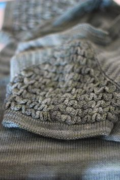 In a While, Crocodile FO - Crocodile Stitch! | Holla Knits