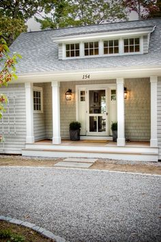 LOVE this front door & the 2 lanterns!!!  <3  <3  <3