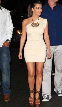 Kim Kardashian! LOVE her style! want that dress