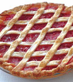 Rhubarb Lattice Pie with Cardamom and Orange - YUMMM lattic pie, pie strawberry rhubarb, food, rhubarb pie, pies, oranges, orang cardamom, dessert, rhubarb lattic