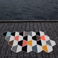 This is a fantastic crochet piece that would be great as a quilt! Halv Seks tæppet i junior/voksenstørrelse - Lutter Idyl