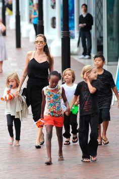 Angelina Jolie takes her children to Sydney Aquarium