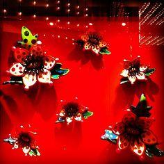 Amazing window display with the collaboration of artist Yayoi Kusama - Louis Vuitton