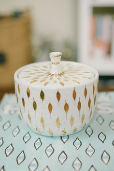 + LOVE this vintage canister +