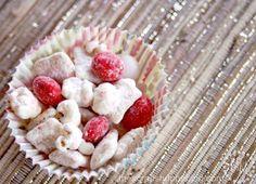 Popcorn Peppermint Crunch -YUM! #Christmas #peppermint