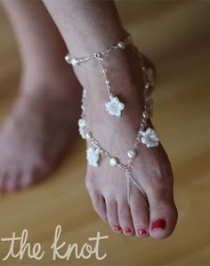 Focus On: Pretty Feet : Another piece of foot jewellery which would look nice on the beach. Maybe a slightly more understated piece would be better.