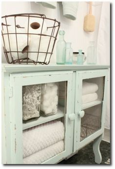 Bathroom cabinets look great in Mint!
