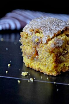 Bakeaholic Mama: Pumpkin Snickerdoodle Cookie Cake with Caramel Bits