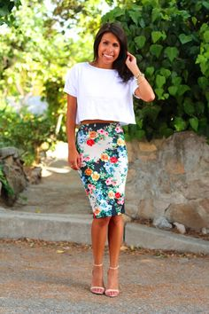 Skirt length can elongate your frame or make you look stumpy. Click here for a quick guide on choosing the best length. #summerfashion #fashiontips