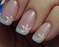 Unhas francesinha com flor