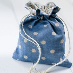 Step-by-step tutorial showing you how to sew a lined, drawstring gift bag.