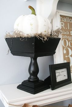Elegant Halloween- painted that pumpkin to the white. Love!