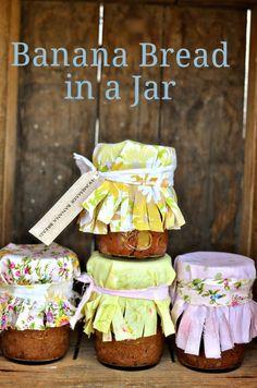Banana Bread in a Jar via @intimatewedding/ // #diy #bananabread #recipe