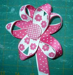 ribbon embellish, button, simple ribbon flowers, craft idea, ribbon bows, hair bows, flower tutorial, design blogs, flowers made from ribbon
