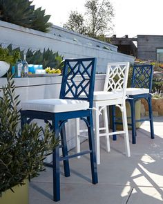 #blue outdoor furniture http://rstyle.me/n/ijndhr9te