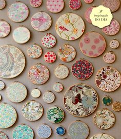 Wow ... embroidery hoops with your favorite fabric ... Love this.