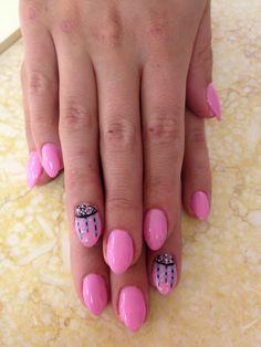 Cute mini stiletto-style nails...