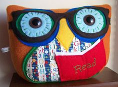 Reading Owl Pillow - how cool is that! owl pillows, owl obsess, read owl, owl parti