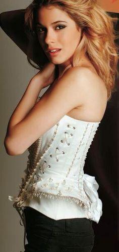 Nueva foto de @TiniStoessel en el photoshoot para la revista @elplanetaurbano! ❤️